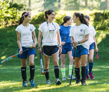 field-hockey-girls-2